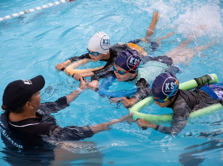 kids learning swimming fundamentals